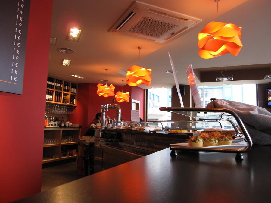 Dise o y decoraci n de un bar en cantabria ideas decoradores - Decoradores de bares ...