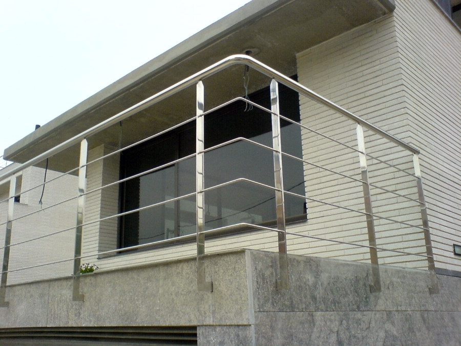 Acero inoxidable en barcelona ideas reformas viviendas for Accesorios para toldos de balcon
