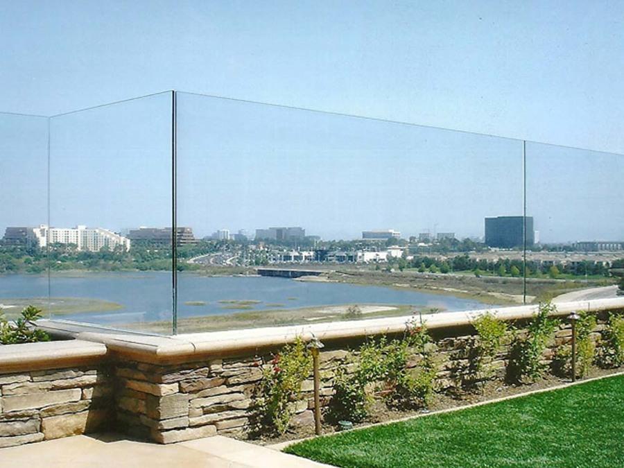 Barandilla de cristal sin montantes