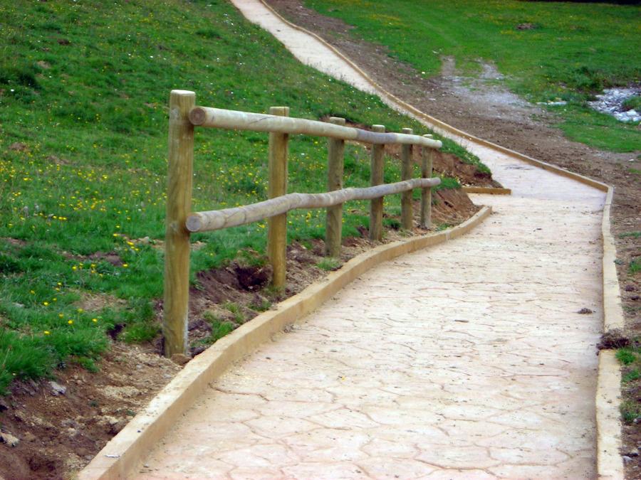 Foto barandilla de protecci n en postes torneados de - Barandillas de madera para exterior ...