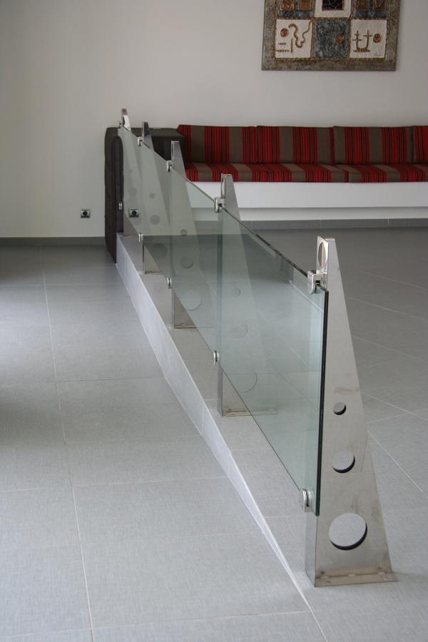 Barandilla vidrio templado de 6 m en una sola pieza
