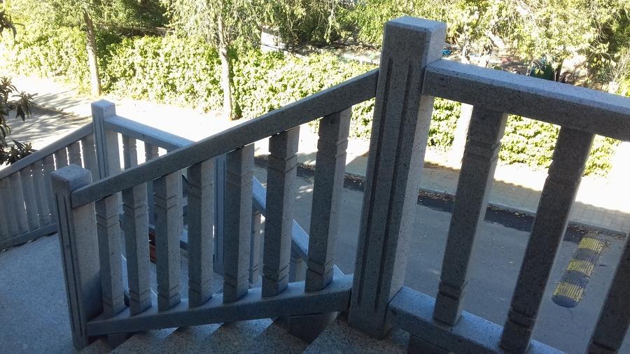 Barandilla y Escaleras de Granito Gris