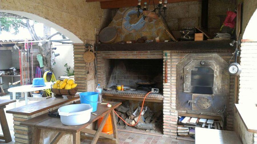 Barbacoa y horno de obra ideas alba iles for Barbacoa patio interior