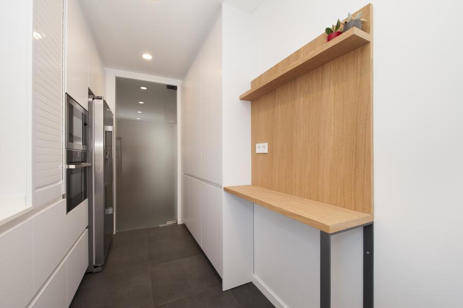 Foto barra de cocina de madera sincro de sincro for Barras de cocina de madera