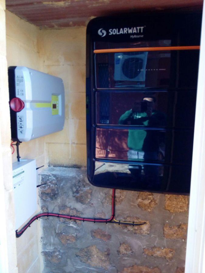 Instalacion autoconsumo solar con baterias de ion litio for Baterias placas solares