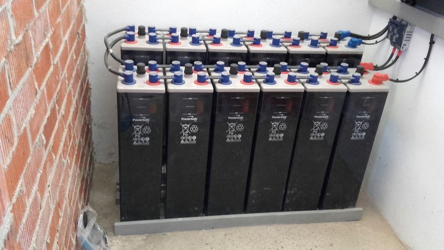 Foto baterias instalaci n solar fotovoltaica de efisolar for Baterias placas solares
