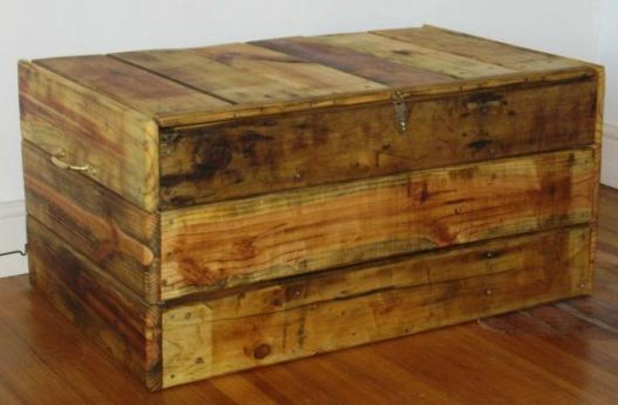 C mo reciclar un ba l viejo ideas decoradores - Como decorar un baul de madera ...