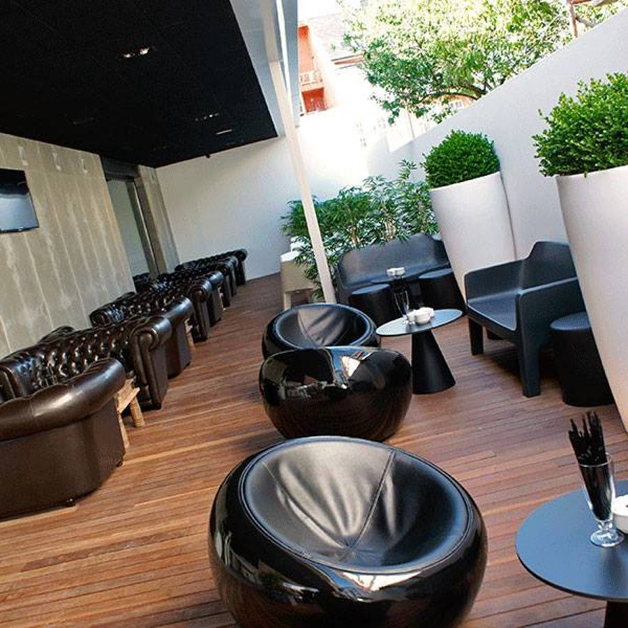 BB Lounge Bar, local reformado con terraza y chill out