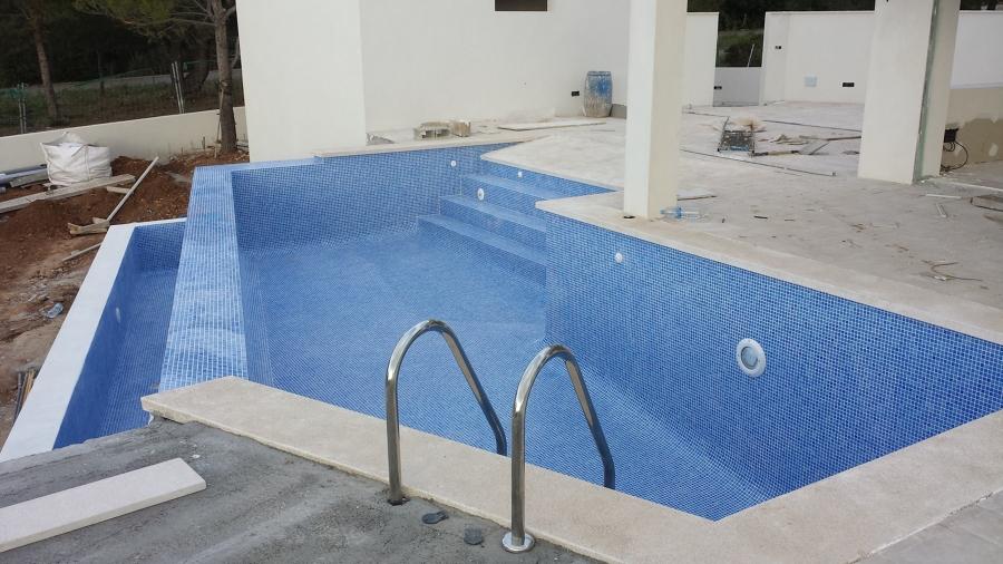 Construccion de piscinas de obra lagos algibes solarium - Presupuestos de piscinas de obra ...