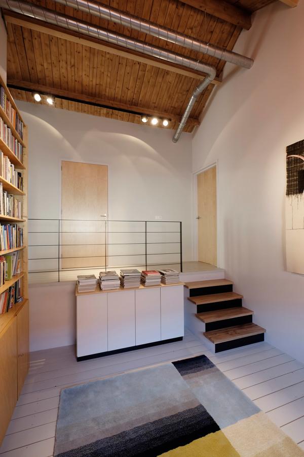 Biblioteca en entreplanta