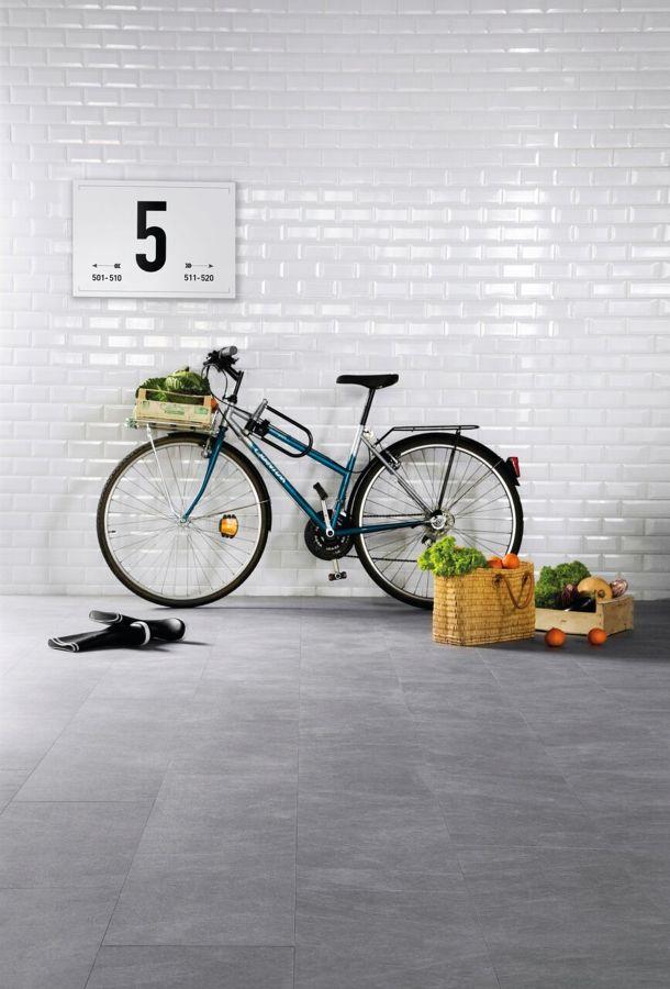 Bicicleta decorativa con cesta