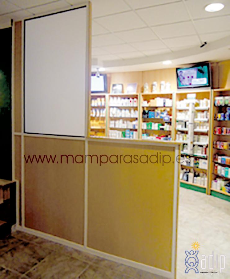 Biombo de separación en farmacia de Sevilla