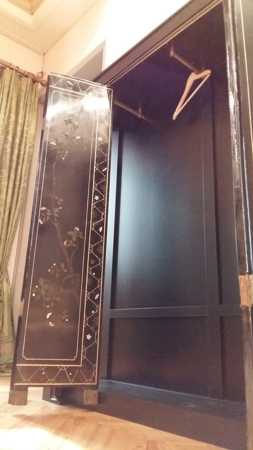 Armario recepci n poco fondo ideas armarios - Puertas de biombo ...