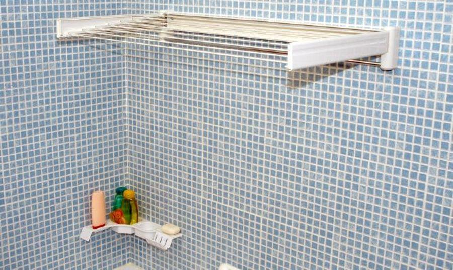 C mo colocar un tendedero extensible en el ba o ideas - Como colocar azulejos en el bano ...