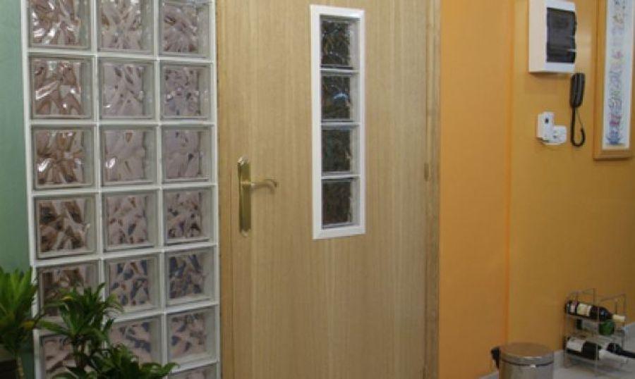 C mo construir una puerta trasl cida ideas reformas - Ladrillos de vidrio precio ...