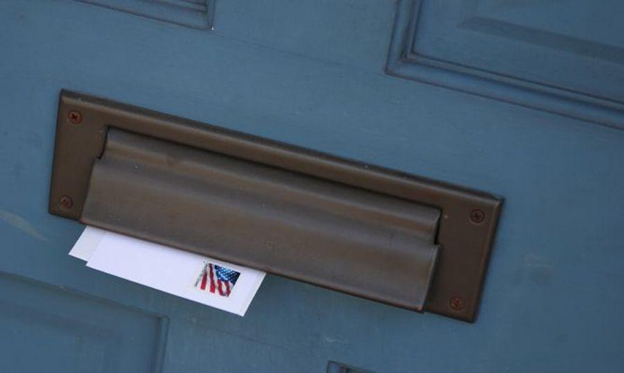 C mo colocar un buz n en la puerta ideas reformas viviendas - Colocar fotos en pared ...