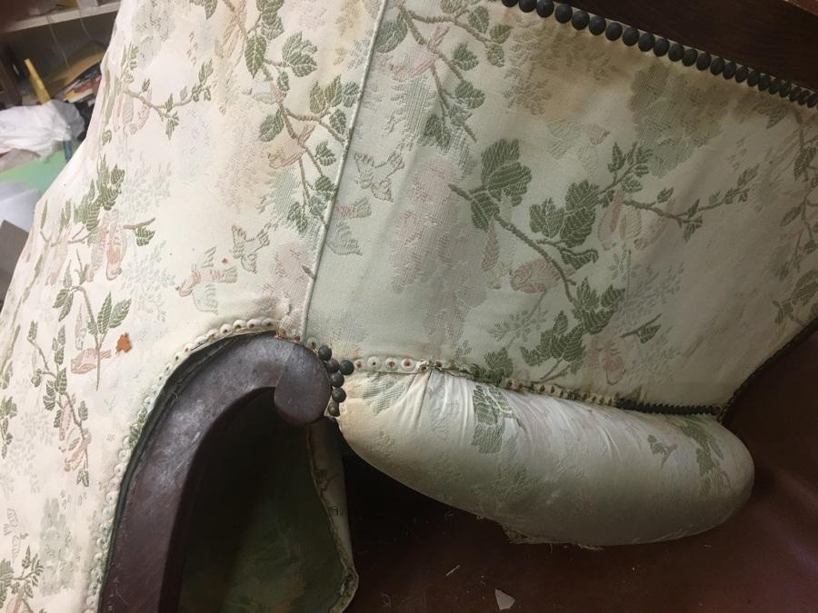 Butaca isabelina durante el tapizado