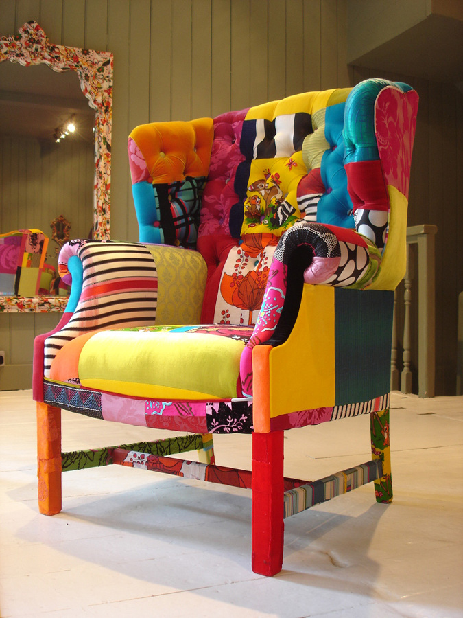 Butacón tapizado con telas de colores