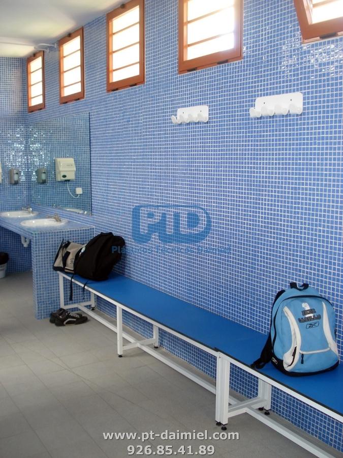 Cabinas fenólicas  en piscina de Madridejos