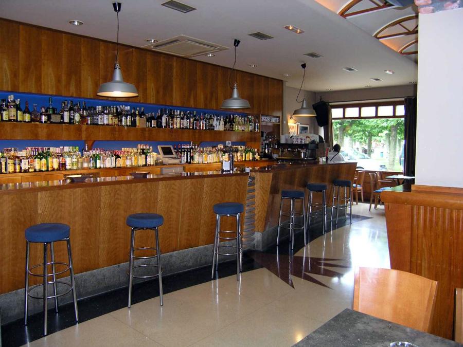 Caf bar gurug ideas reformas locales comerciales - Proyecto bar cafeteria ...