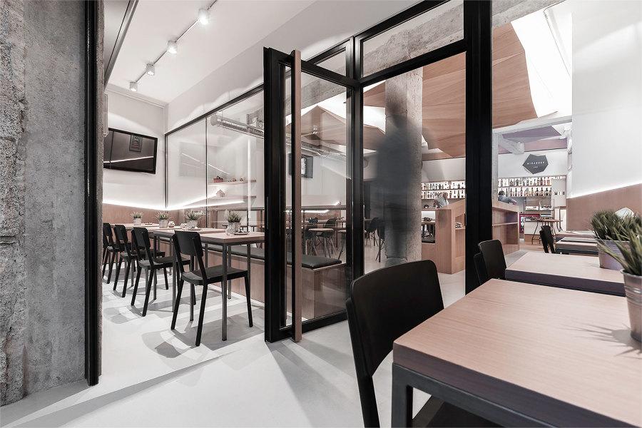 Cafetería Mirabous - acceso