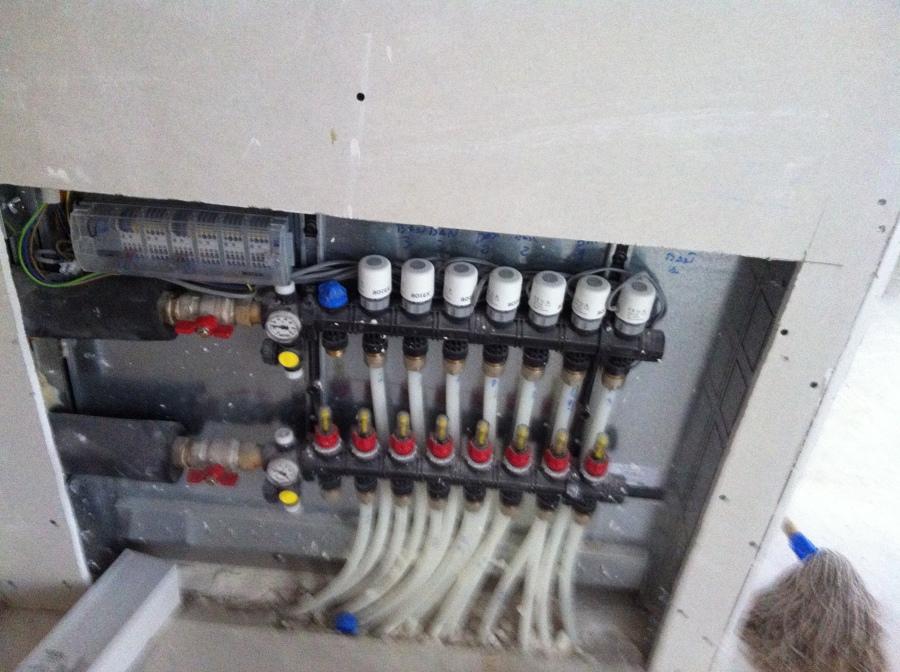 Foto caja colector suelo radiante por agua de for Suelo radiante por agua