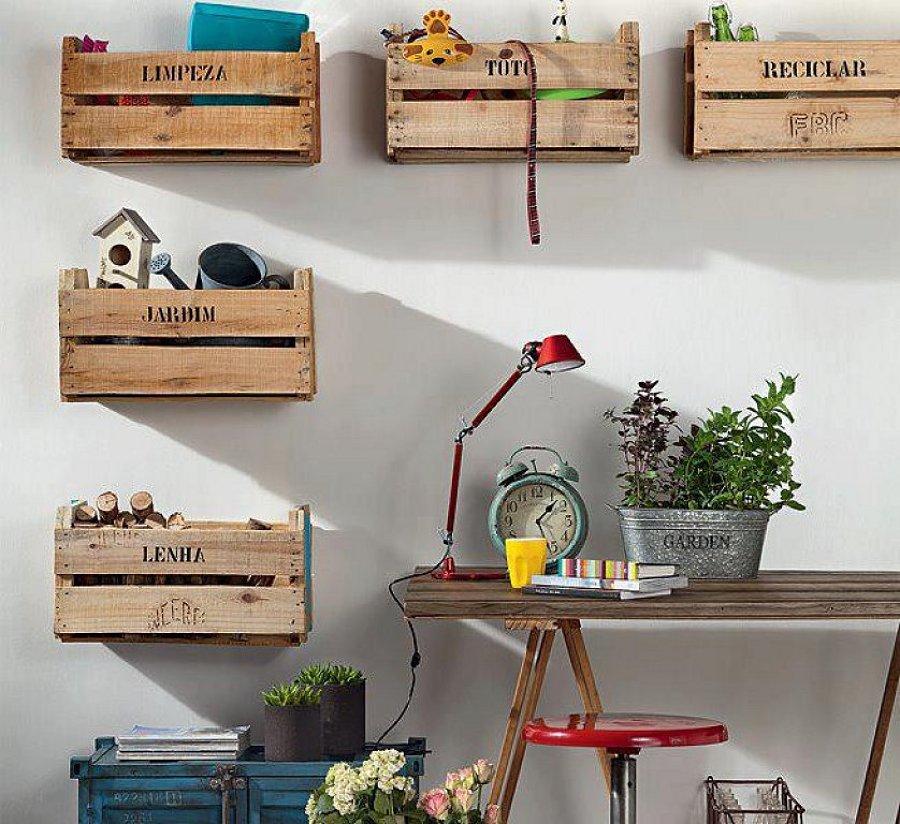 cajas de madera en zona de trabajo