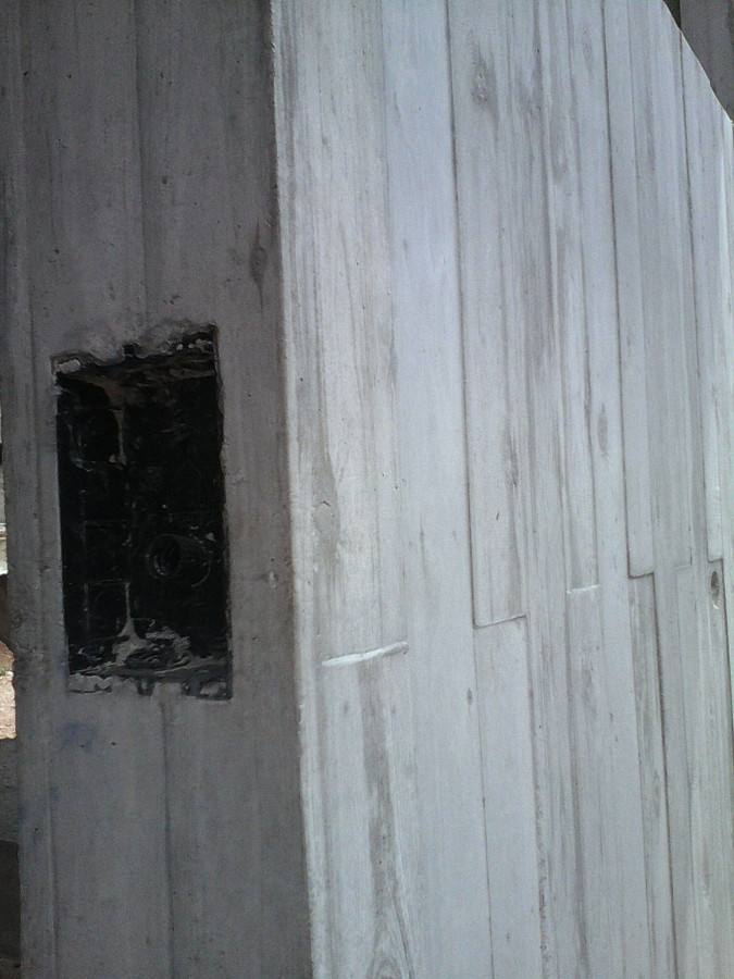 Cajera embutida en el muro