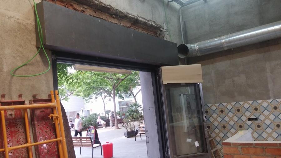Fases de instalación de cajón interior para persiana de local