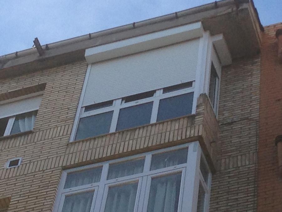 Cajon y persiana instaladas en un 5 piso