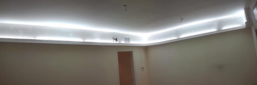 Foto cajones luz indirecta pladur de lampistaexpres for Plafones de pared para salon