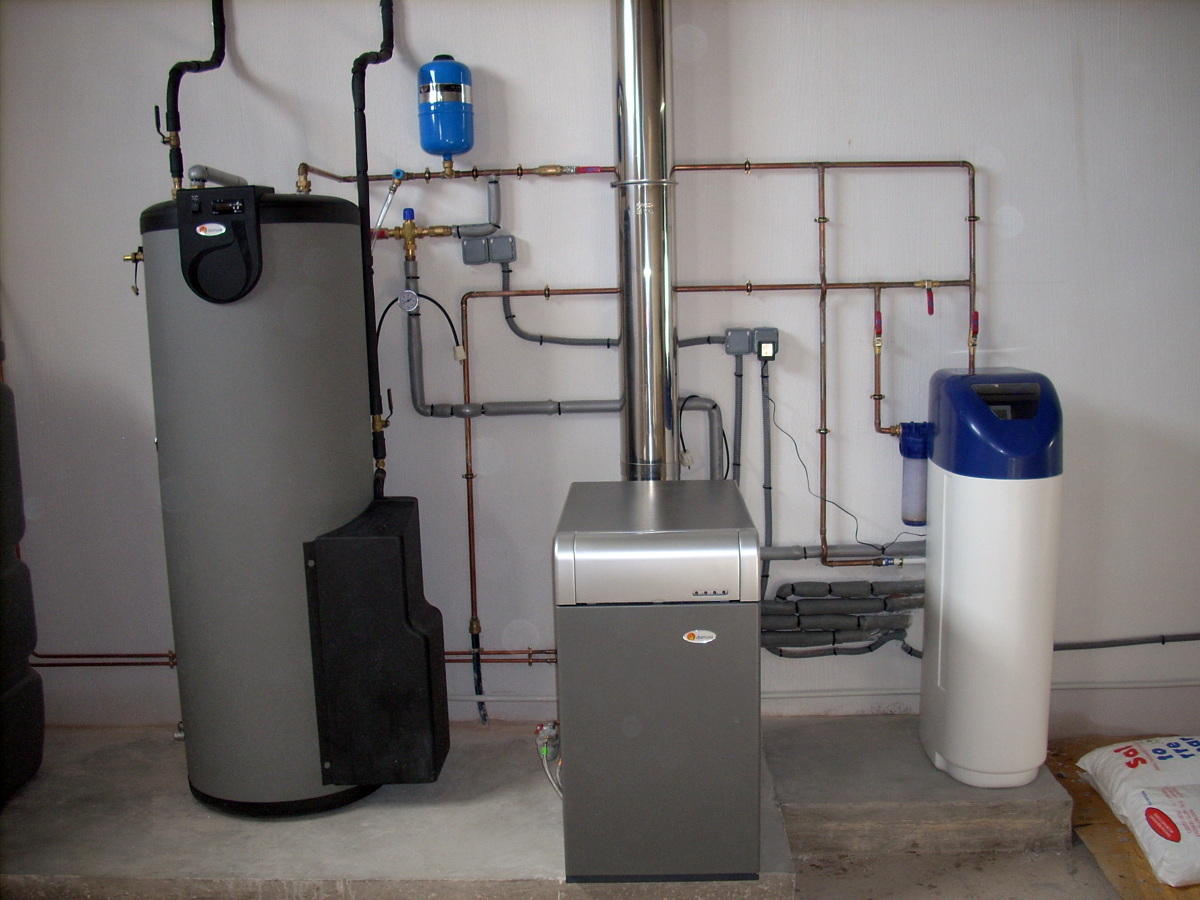 Foto caldera gasoleo con acumulador acs solar de calor y - Caldera gasoil precio ...