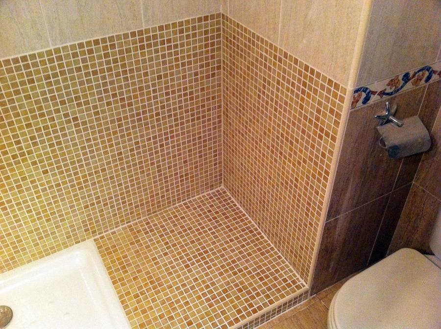 Cambio de ba era por plato de ducha ideas reformas ba os - Azulejos gresite para duchas ...