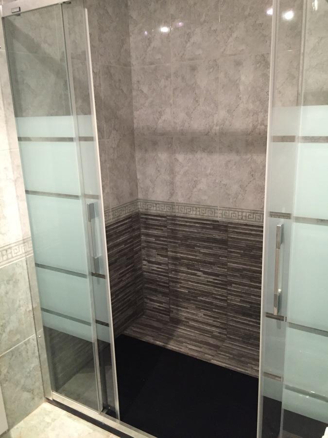 Sustituci n ba era por ducha ideas reformas viviendas - Sustitucion de banera por plato de ducha ...