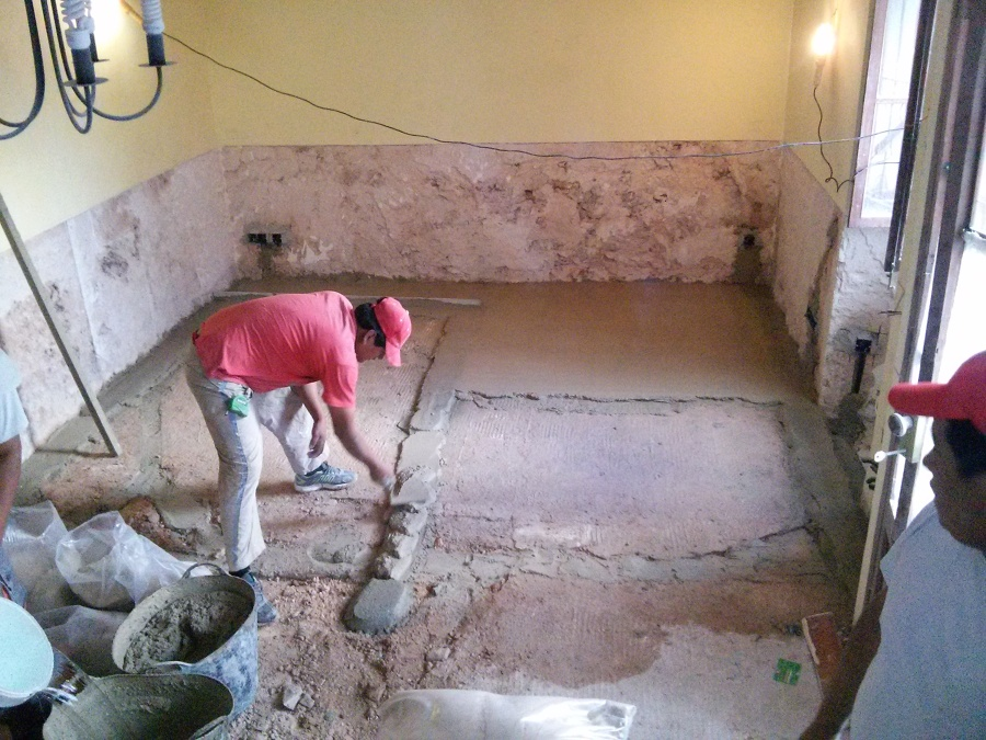 Cambio de pavimento y reparación de humedades interiores
