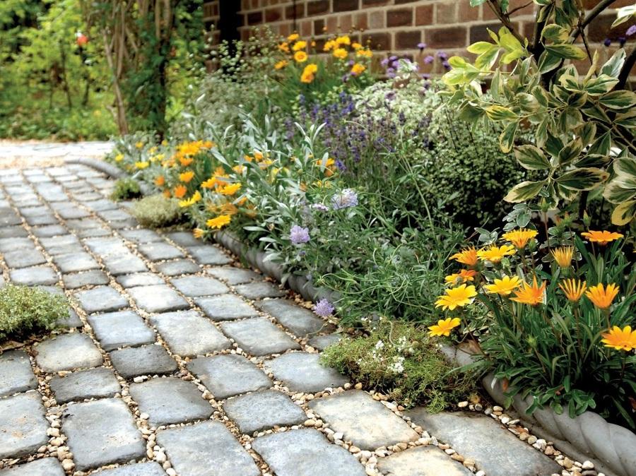 Qu tipo de camino puedo usar en mi jard n ideas for Caminos de piedra en el jardin