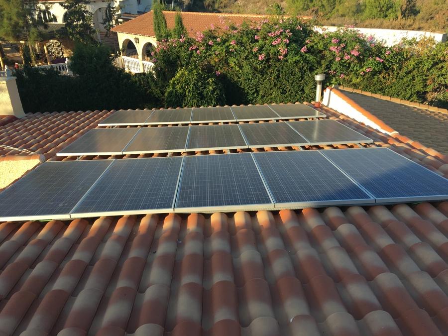 Campo Solar ANCLADO A ESTRUCTURA BAJO TEJA