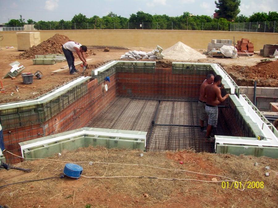 Foto canaleta para piscina desbordante de edap piscinas y for Construccion de piscinas en lleida