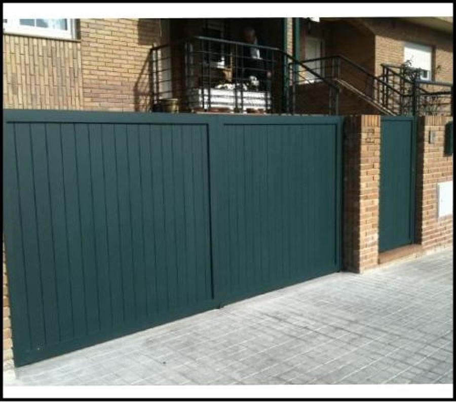 Aluminios novomatic ideas puertas garaje for Puertas metalicas