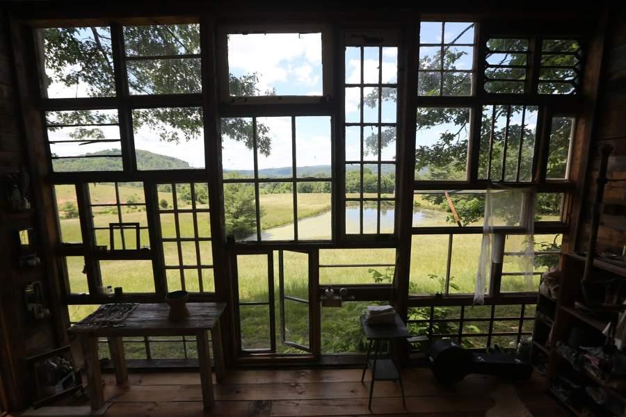 casa de las ventanas recicladas