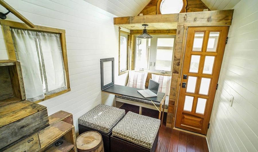 Esta pareja le puso ruedas a su casa para cumplir sus - Tiny house interni ...