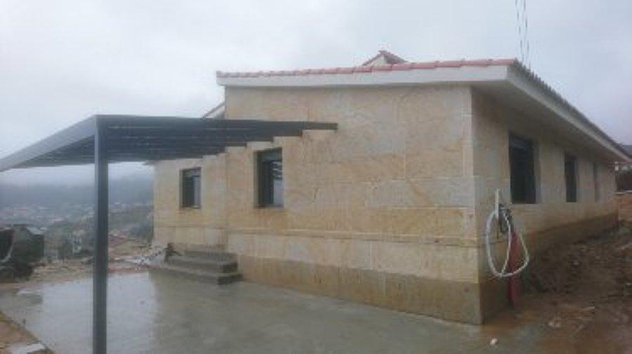 Casa de piedra natural