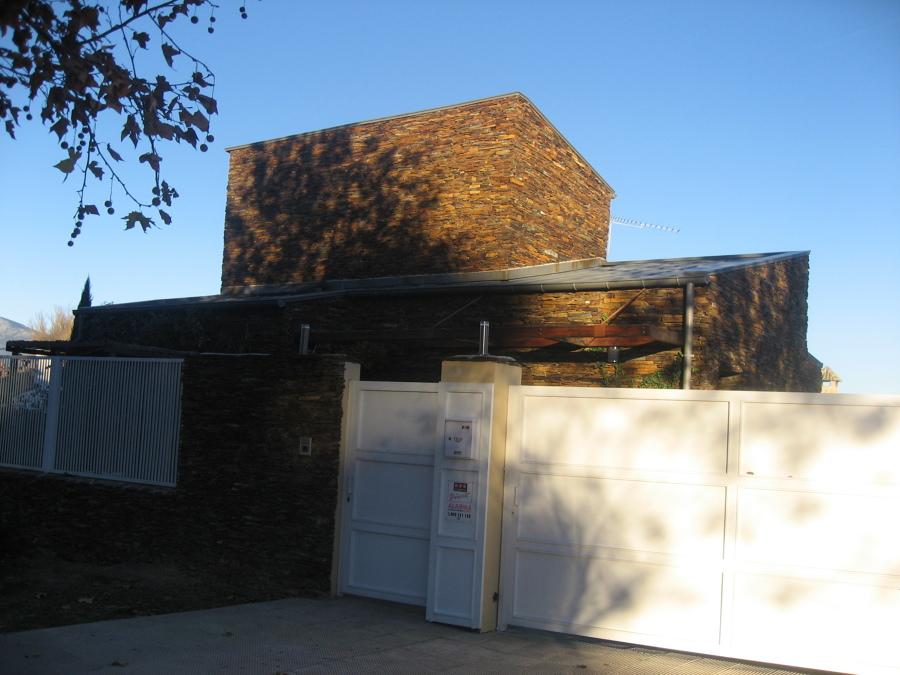 Casa estilo rústico en revestimiento de pizarra antigua