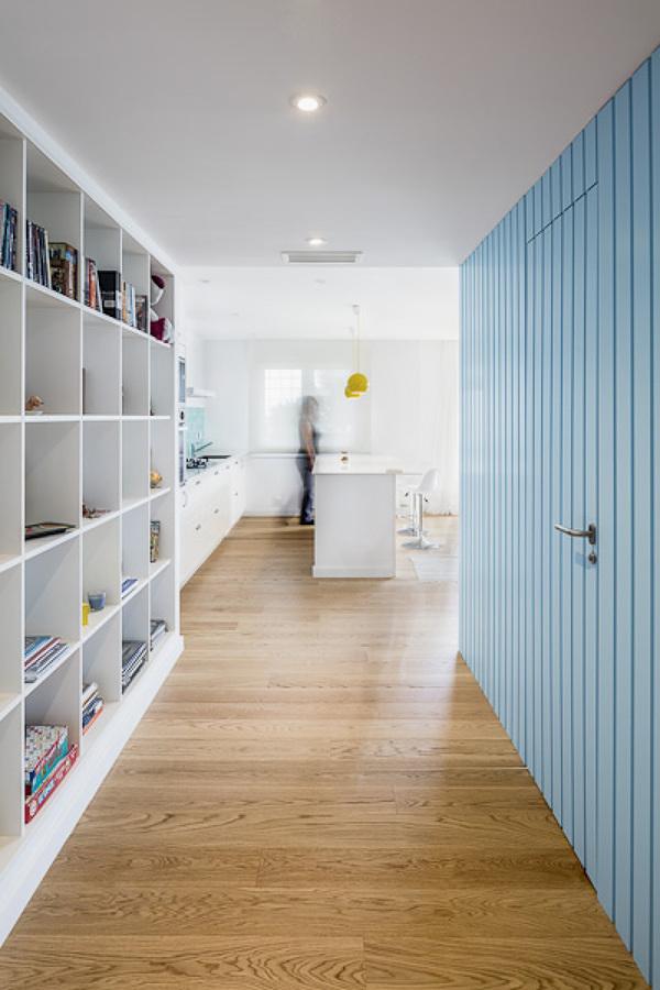 Casa pintada color azul