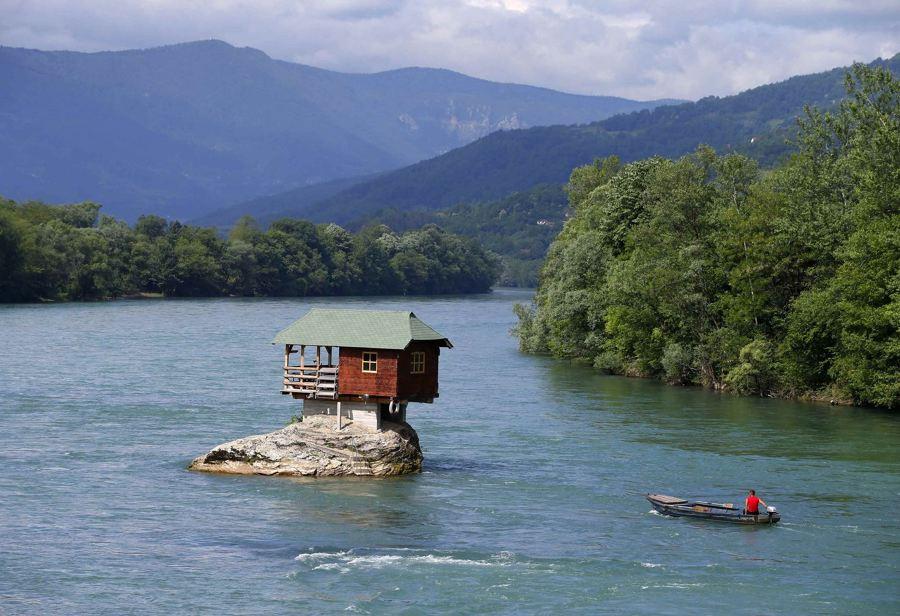casa sobre el río drina