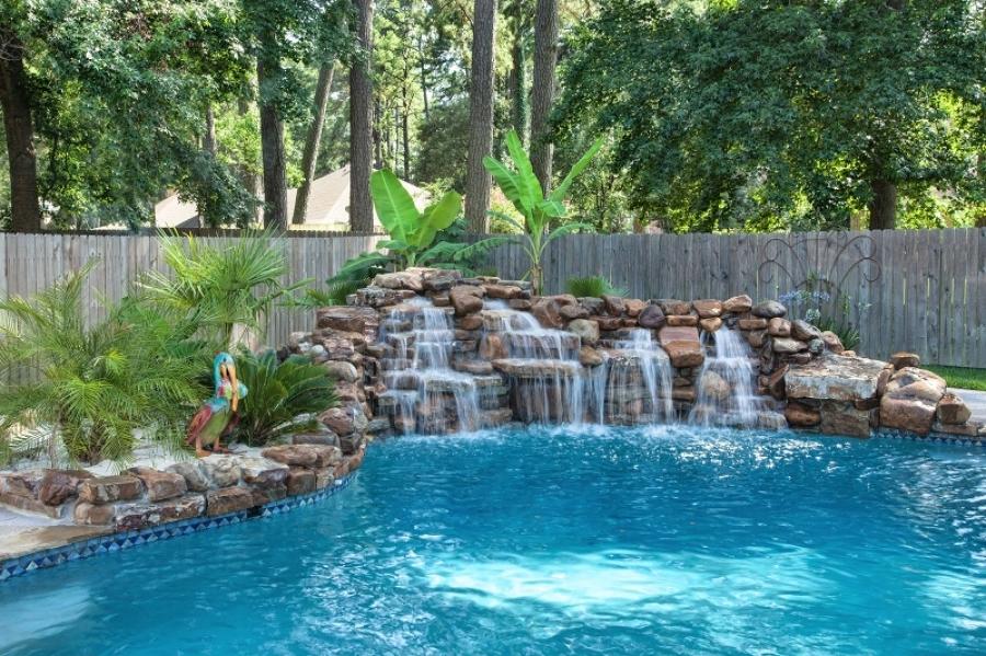 7 cascadas para piscinas ideas construcci n piscinas for Estanques con cascadas de piedra
