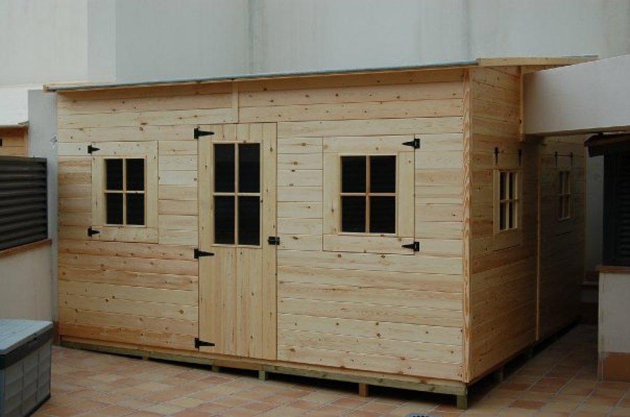 Foto caseta de madera de m barcelona de euro for Casetas para guardar herramientas de jardin