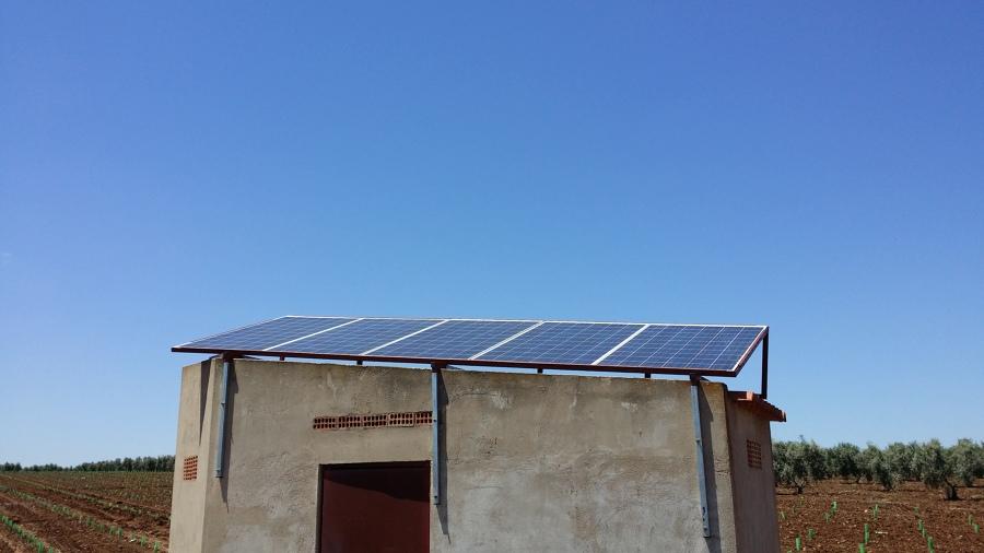 Caseta de riego solar directo para viñedo