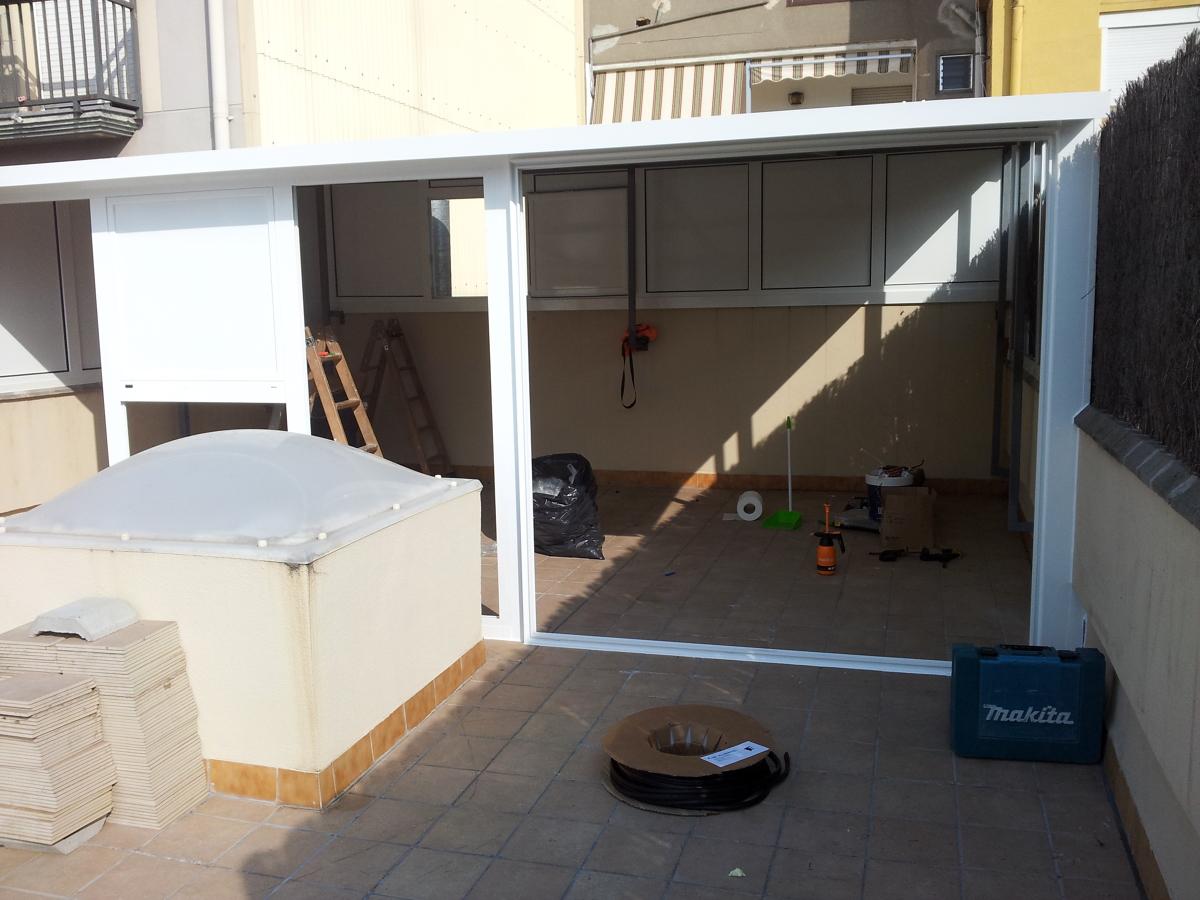 Foto caseta en terraza de tancaments d 39 alumini alugom s for Casetas para terrazas segunda mano