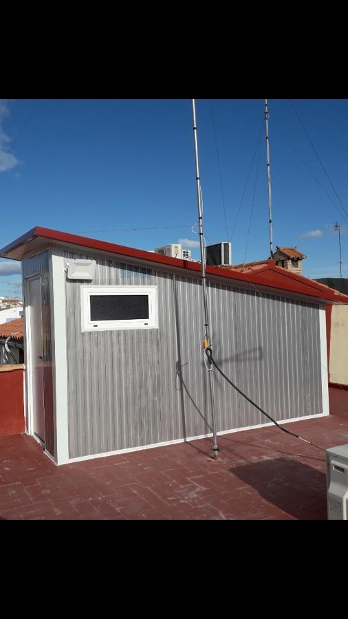Caseton de panel sandwich de acceso a la terraza